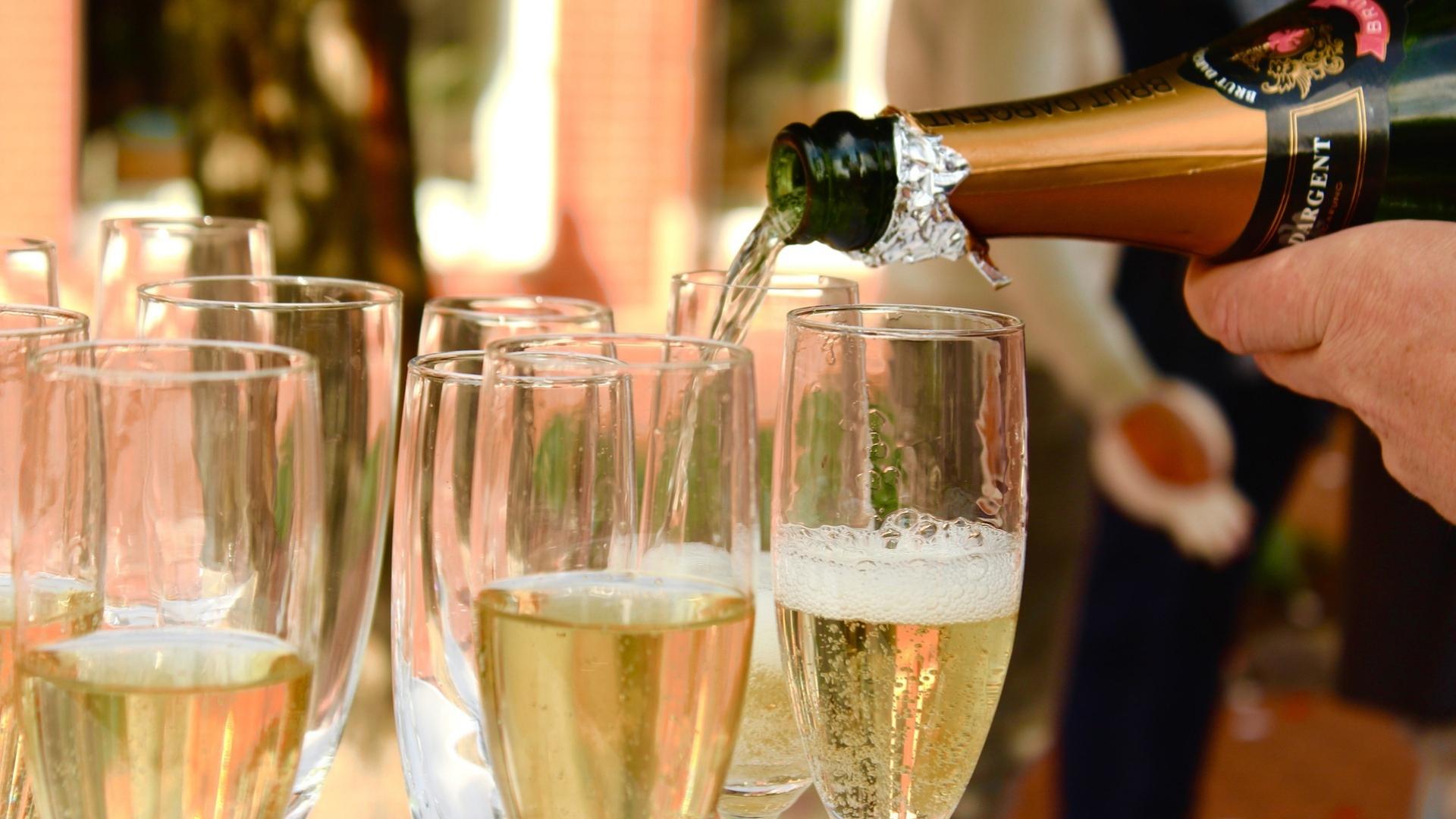 Onde estão os melhores espumantes feitos pelo método champenoise, fora de Champagne? · Revista ADEGA
