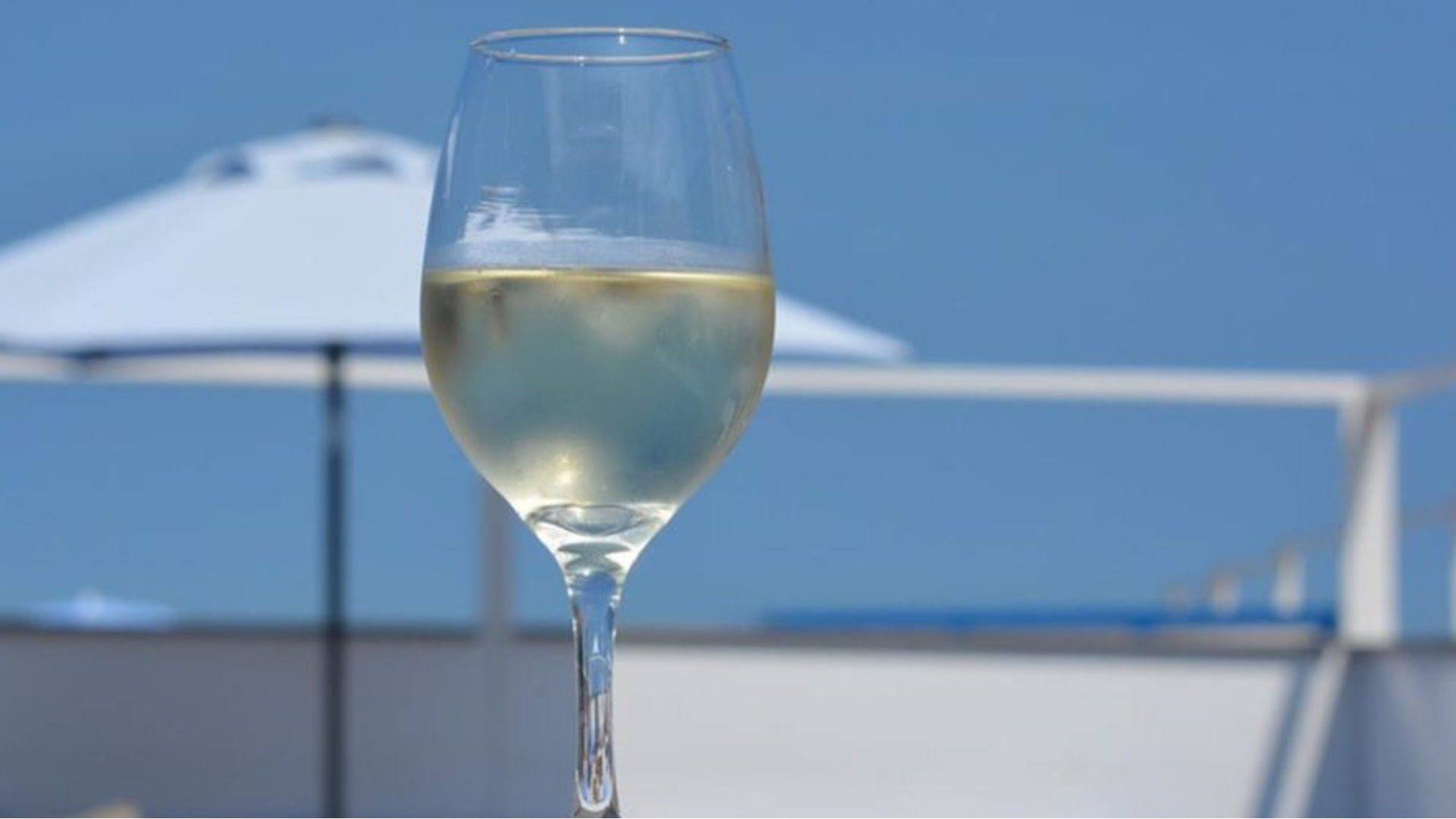 Taça de vinho verde
