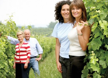 As filhas Elisa (à esquerda) e Enrica (à direita) ajudam o pai a gerenciar o negócio da família