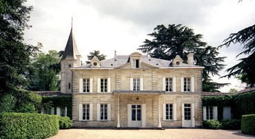 Châteaux Pavie e Cheval Blanc (nesta página), além do Villemaurine e do Valandraud – onde, além de visitar, você pode ficar hospedado e apreciar uma exuberante vista dos vinhedos em todas as manhãs (foto) – estão entre as principais atrações da região