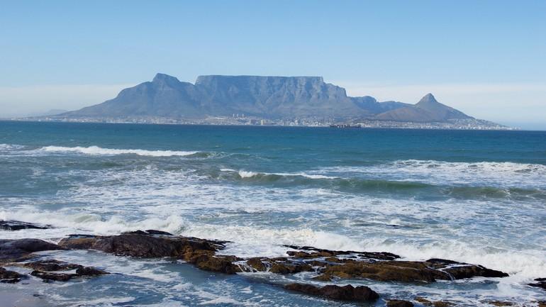 Aproveite para subir ao topo da Table Mountain, um parque com vegetação e animais nativos