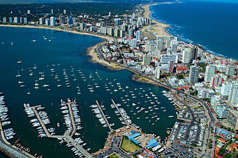 De Punta del Este é possível visitar outros pontos turísticos e vinícolas de Maldonado