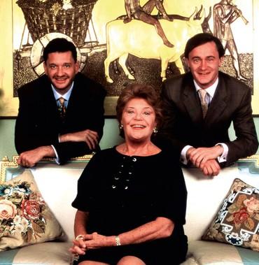 A baronesa ao lado dos filhos Philippe e Julien