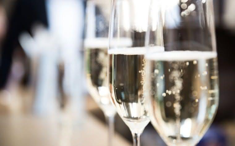 Moët & Chandon ou Veuve Clicquot?  As diferenças entre os rótulos de Champagne mais consumidos por aqui