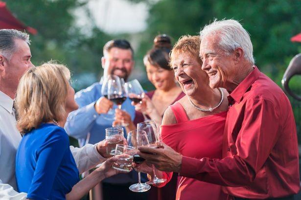 Pesquisa relaciona encontros gerados pelo vinho a mais saúde para os idosos  · Revista ADEGA